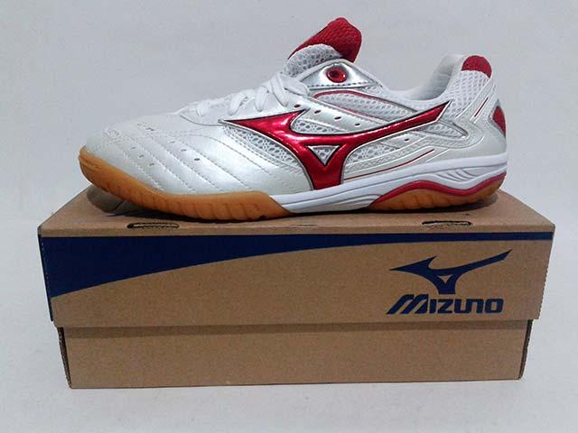 Sepatu Tenis Meja   Ping Pong Mizuno Wave Drive 5 White Red Harga  Rp.  699.000 Rp. 235.000. Tersedia   - 2 Pasang Ukuran 40 e1746e0642
