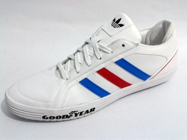 Sepatu Sport Adidas | Holidays OO
